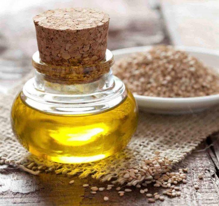 Как принимать кунжутное масло: норма потребления в день и обзор полезных свойств кунжута
